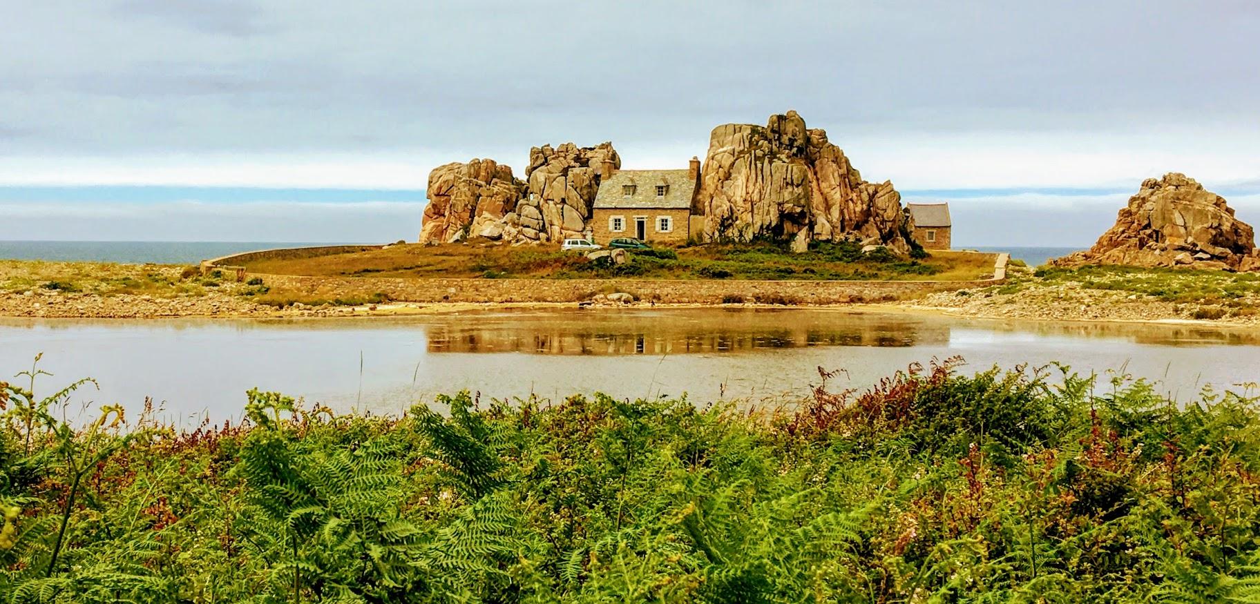 Maison au Gouffre de Plougrescant, Côte de Granit Rose, Bretagne